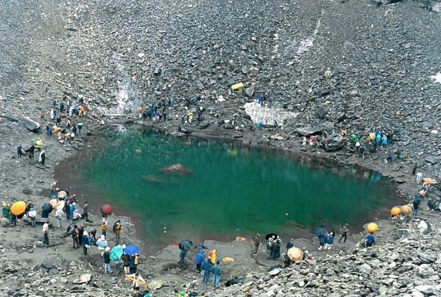 Озеро Роопкунд - популярное место для туристов